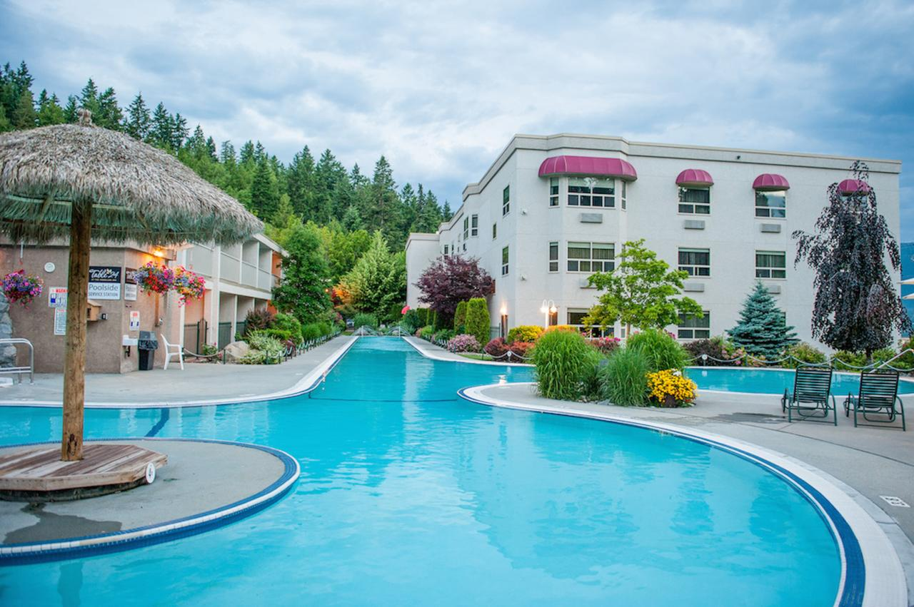 A Stay at Hilltop Inn at Salmon Arm